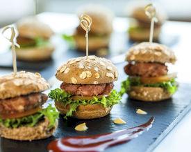TRINKGELD! - Wie viele Getränke und Snacks sollten Sie für eine Party oder Veranstaltung bereitstellen?